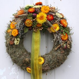 Türkranz mit orange gelben strohblumen 38 cm