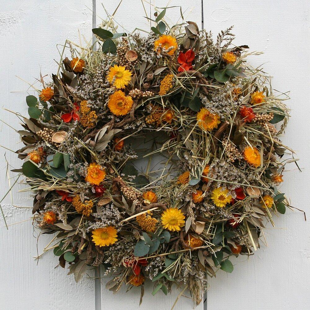 tuerkranz mit steineiche strohblumen und eucalyptus 48 cm