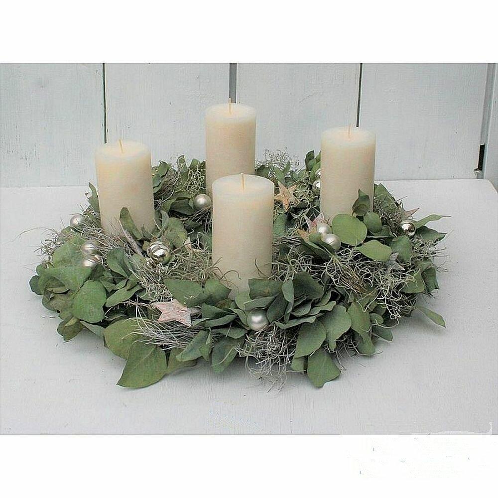 adventskranz getrocknet mit eucalyptus silber kugeln und 4 kerzen