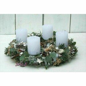 adventskranz mit eukalyptus sterne und 4 weissen kerzen...