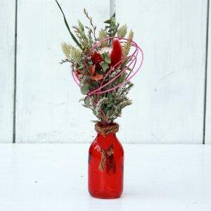 trockenblumenstrauss-mit-roter-glasvase-28-cm