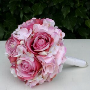 Brautstrauß Biedermeier Seidenblumen rosa Rosen Hortensien