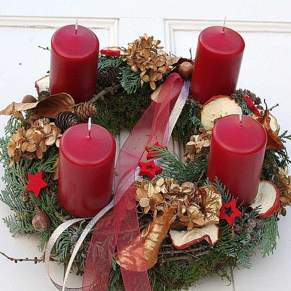 adventskranz frisch 4 roten kerzen fri collection. Black Bedroom Furniture Sets. Home Design Ideas