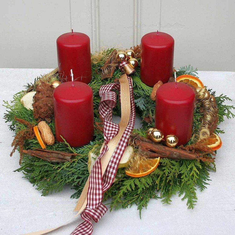 Adventskranz frisch gebunden mit 4 Kerzen